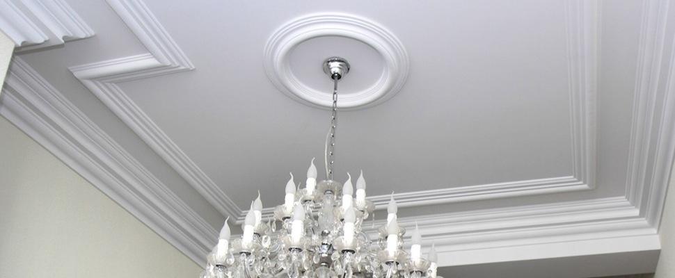 Lijsten en ornamenten stucadoorsbedrijf m beneker for Gips plafond versiering nimes